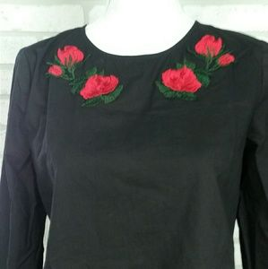 Intu Bell-sleeve Top Embroidered Roses MD